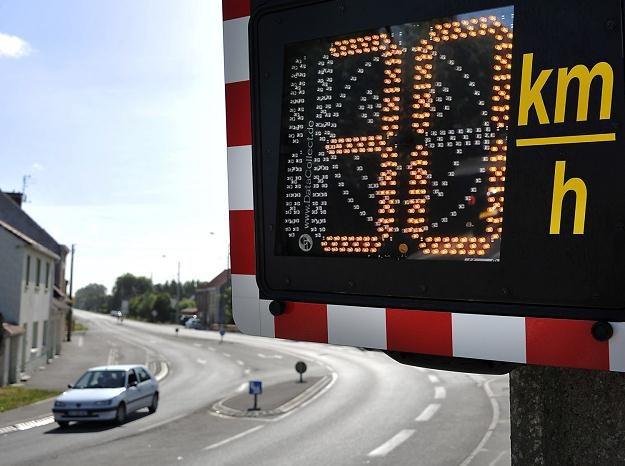 Wyświetlacze będą tylko informować kierowców. Kar nie będzie /AFP