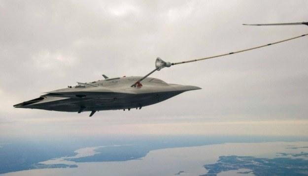 X-47B podczas tankowania. Fot. navair.navy.mil /materiały prasowe