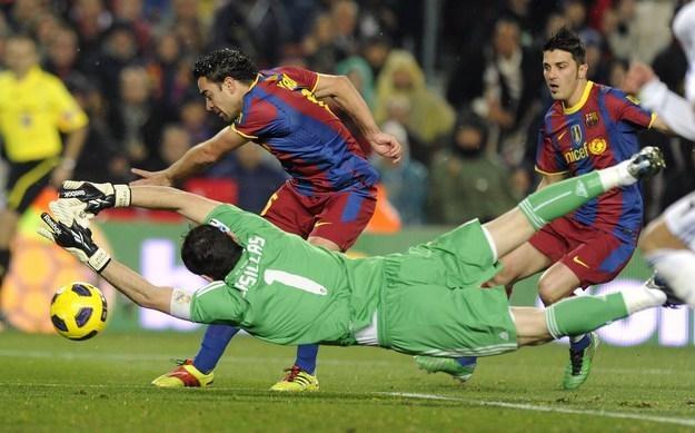 Xavi Hernandez jest liderem FC Barcelona /AFP