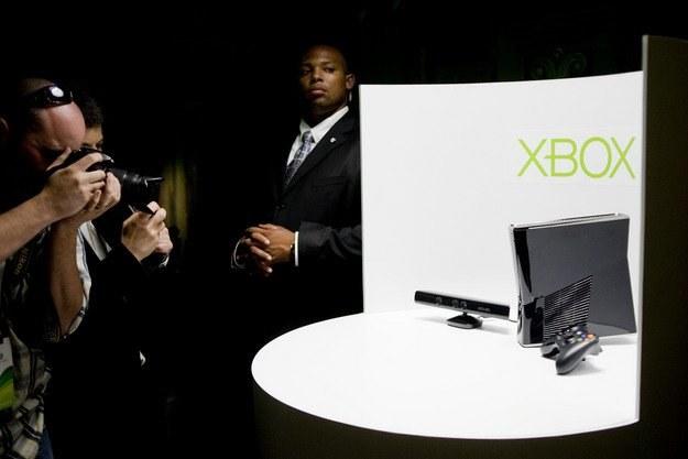 Xbox 360 250GB S - wersja z dodatkiem Kinect, która zadebiutuje w listopadzie /AFP