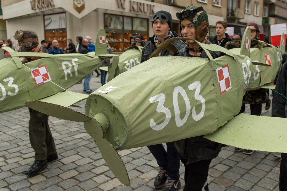 XIV Radosna Parada Niepodległości przeszła ulicami Wrocławia z okazji Święta Niepodległości /Maciej Kulczyński /PAP
