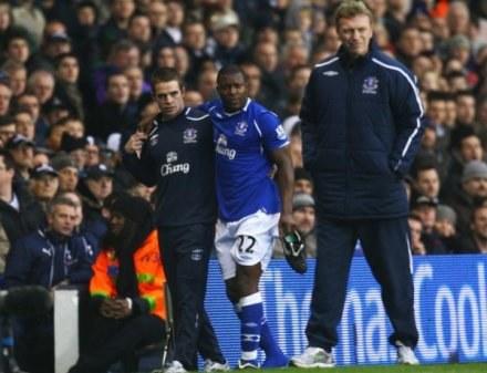Yakubu doznał poważnej kontuzji w meczu z Tottenhamem /Getty Images/Flash Press Media