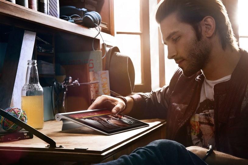 Yoga Tablet i Tryb Połóż - łatwiejsze pisanie i lepsza rozrywka /materiały promocyjne