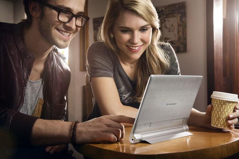 Yoga Tablet i Tryb Postaw - przenośne kino /materiały prasowe