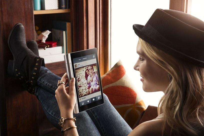 Yoga Tablet i Tryb Trzymaj w dłoni - wygodne czytanie /materiały prasowe