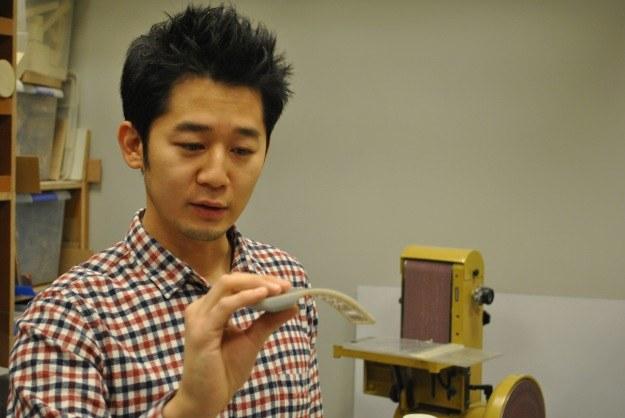 Young Soo Kim, twórca sprzętu komputerowego, w swojej pracowni w Redmond /INTERIA.PL