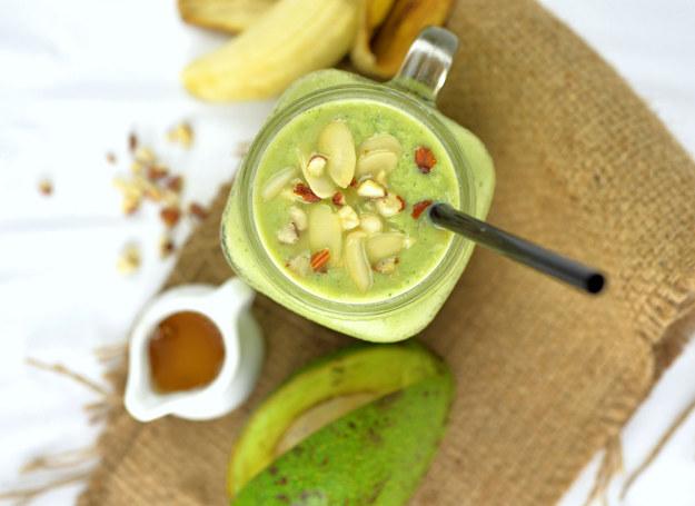"""Z awokado i bananów możesz przygotować deser, który """"okiełzna"""" poziom cholesterolu /123RF/PICSEL"""