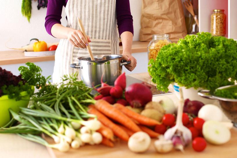 Z czego należy komponować domowy jadłospis? /123RF/PICSEL