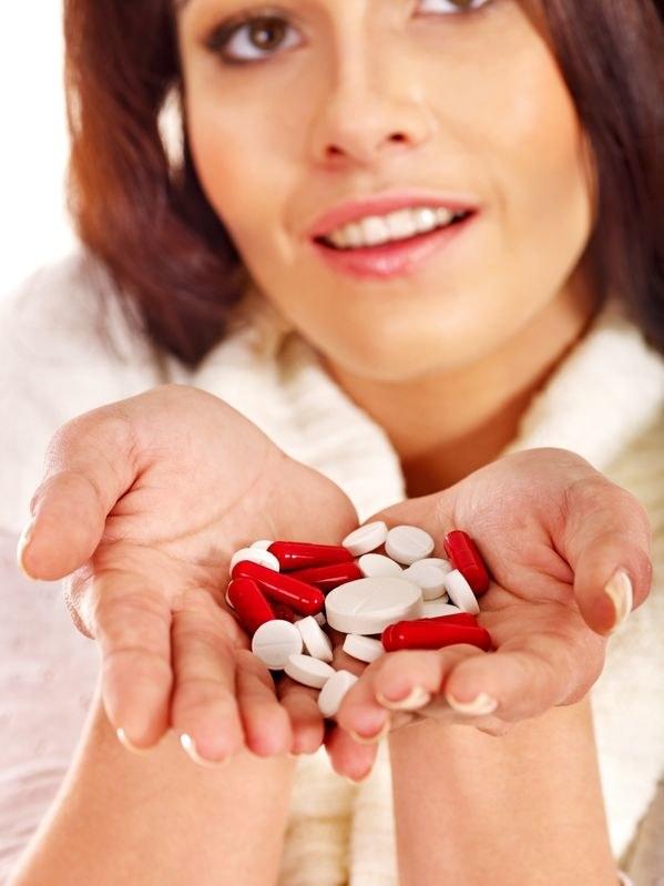 Z lekami nie ma żartów. Bierz je dopiero wtedy, gdy jest to konieczne /123RF/PICSEL