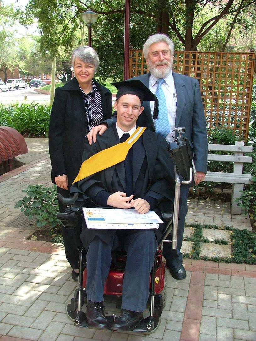 Z mamą i tatą po ukończeniu studiów /materiały prasowe