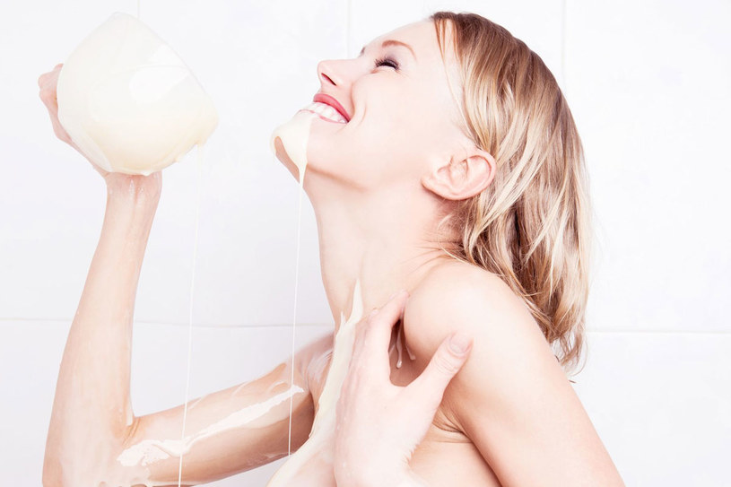 Z mleka można przygotować cały arsenał znakomitych domowych kosmetyków /©123RF/PICSEL