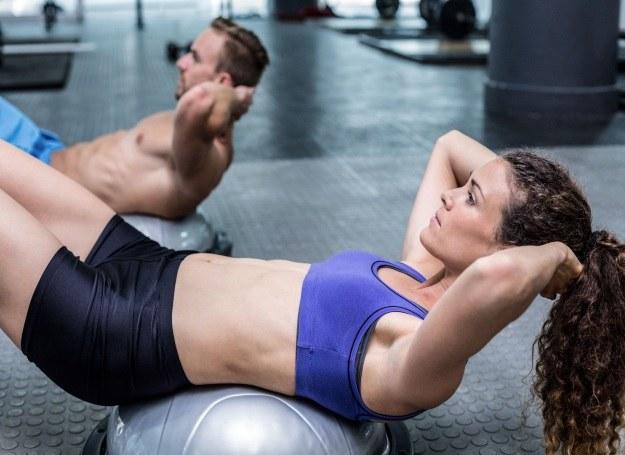 Z ogromnej oferty kubów fitness warto wybrać coś dla siebie /123RF/PICSEL