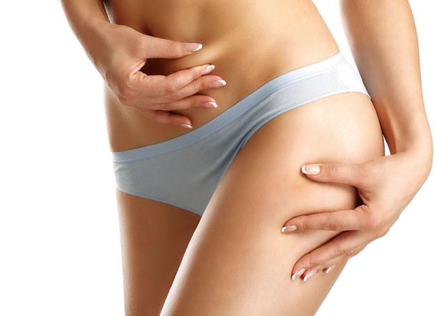 Z pewnych rejonó ciała trudniej pozbyć się tłuszczu /©123RF/PICSEL