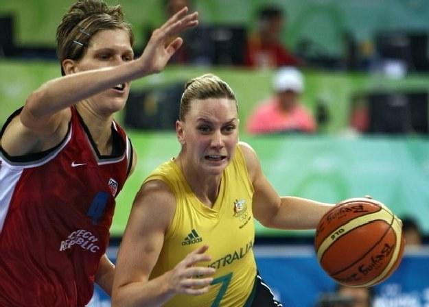 Z piłką Australijka - Penny Taylor /AFP