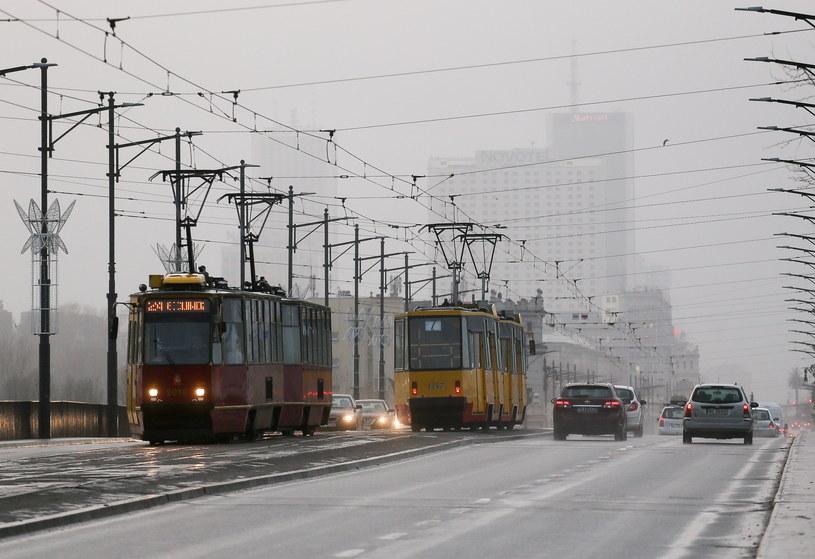 Z powodu smogu wprowadzono w stolicy darmową komunikację /Paweł Supernak /PAP