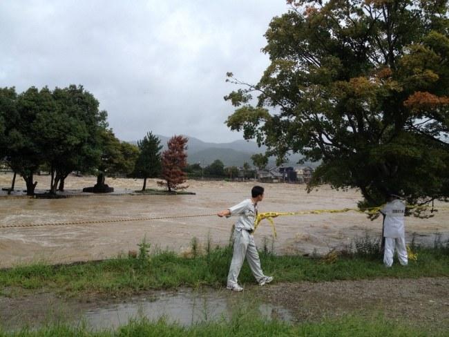 Z powodu tajfunu trzeba było ewakuować 260 tys. osób. /STRINGER /PAP/EPA