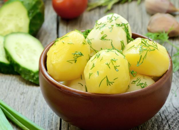 Z takich ziemniaków Ewa Wachowicz przygotowuje pyszną sałatkę /©123RF/PICSEL