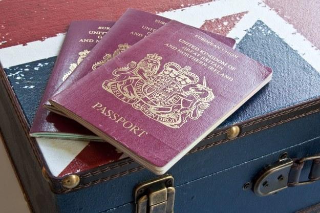 Z tygodnia na tydzień rośnie zainteresowanie brytyjskim obywatelstwem /123RF/PICSEL