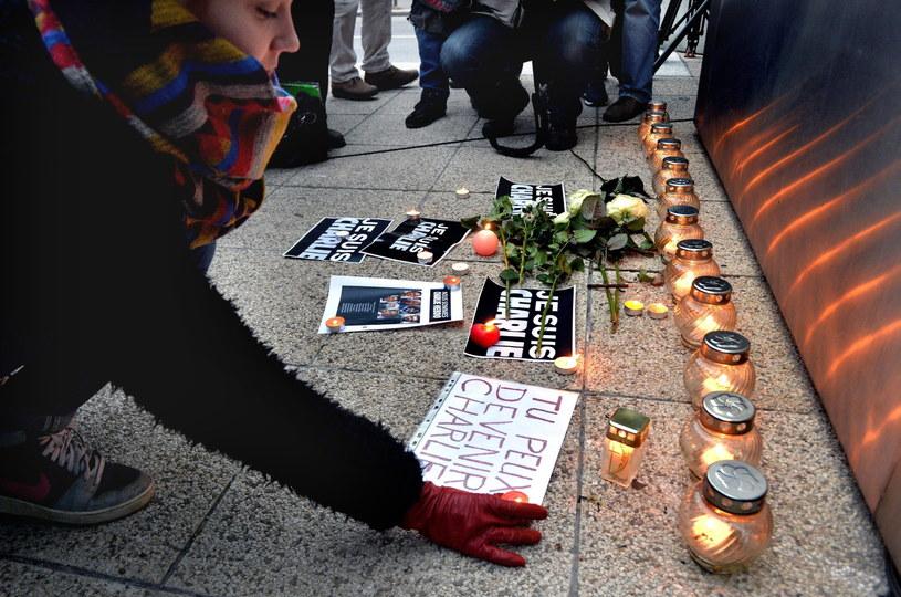 Z wszystkich krajów napływają kondolencje dla rodzin ofiar /PAP/EPA