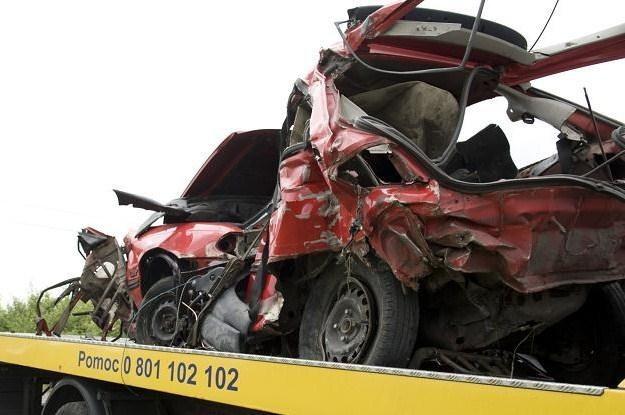 Z wypadku na przejeździe ciężko ujść z życiem /PAP