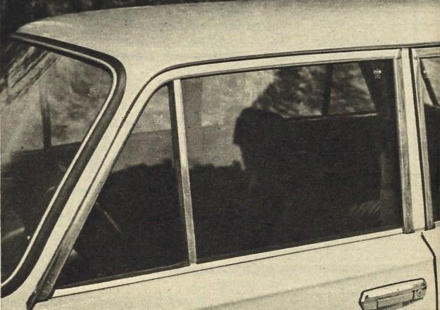 """Z zewnątrz okienko nieruchome wygląda identycznie jak dotychczasowe, ale amator cudzej własności zauważy bez trudu dodatkowe utrudnienie """"pracy"""". /Motor"""