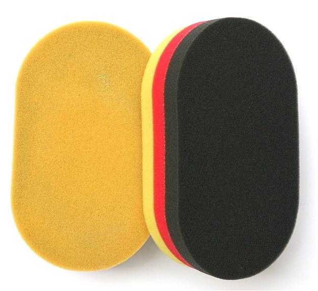 Z żółtą, twardszą stroną do polerowania i czarną – do woskowania (23 zł). /Motor