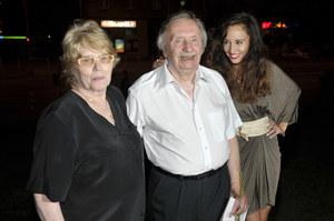 Z żoną Hanną (od 55 lat) i wnuczką Agatą, z której aktor jest szalenie dumny /  /AKPA