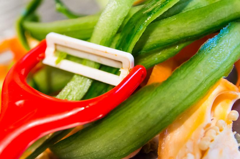 Za jej pomocą możesz przygotować nitki z warzyw, które zastąpią makaron /123RF/PICSEL