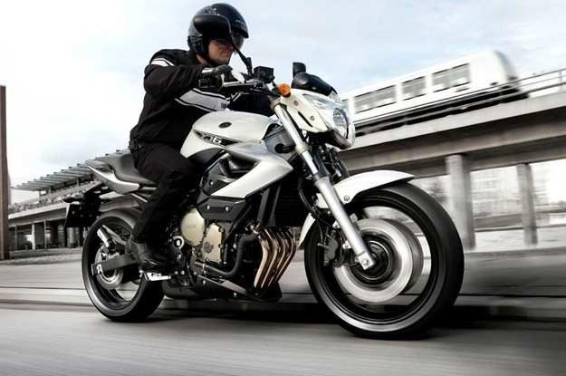 """Za każdym razem wsiadając na motocykl powinieneś powiedzieć sobie stanowczo: """"Muszę mieć umiar"""" /INTERIA.PL"""