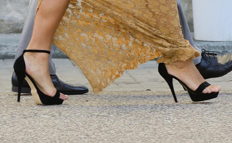 Za małe buty to już znak rozpoznawczy Joanny Liszowskiej /Jarosław Antoniak /MWMedia