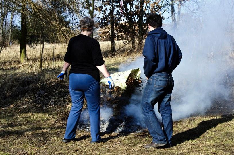 Za palenie śmieciami grozi mandat /123/RF PICSEL