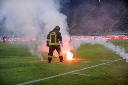 Za ten i inne incydenty Dynamo zapłaci 200 tysięcy euro! /AFP