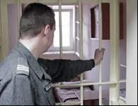 Za więzienne kraty częściej trafiają mężczyźni /RMF