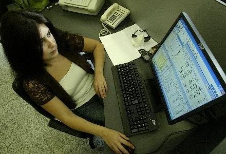 Za włamanie na cudze konto e-mail grozi do 3 lat więzienia /AFP