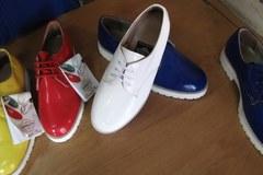 Za zakupy powyżej 20 zł, klient dostaje parę butów
