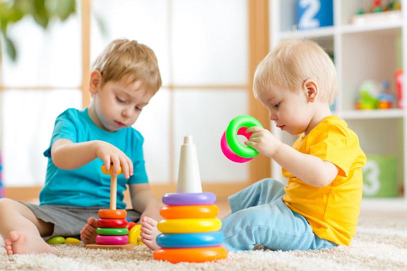 Zabawa najlepiej rozwija wyobraźnię dziecka /©123RF/PICSEL