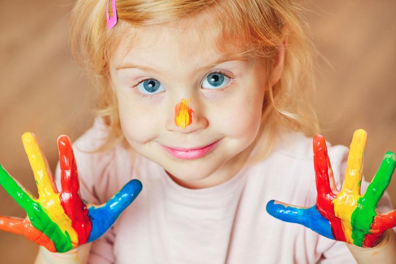 Zabawy manualne rozwijają wyobraźnię dziecka /123RF/PICSEL