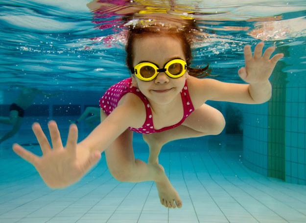 Zabawy w wodzie fantastycznie rozwijają twojego malucha /Picsel /©123RF/PICSEL