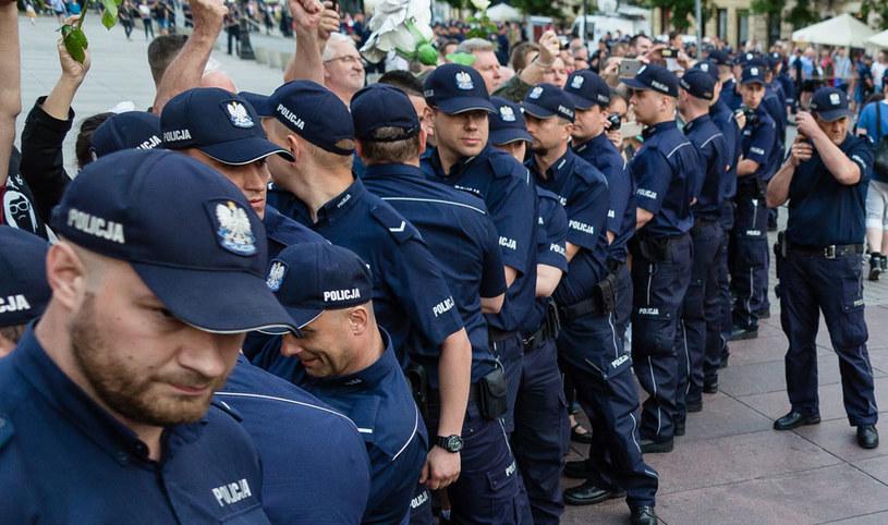 Zabezpieczenie tzw. miesięcznic smoleńskich kosztowało prawie 4,5 mln zł /Wojtek Radwański /AFP