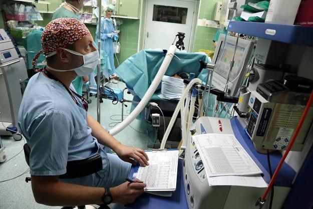 Zabieg leczenia raka jajnika za pomocą chemioterapii perfuzyjnej otrzewnowej/fot. T. Gzel /PAP