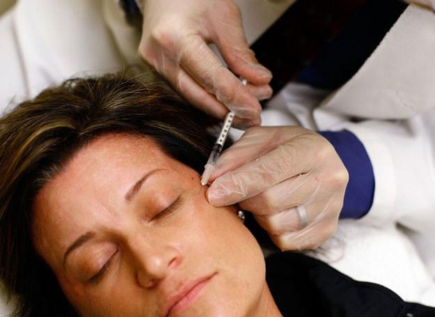 Zabiegi mało inwazyjne, gdzie do skóry podaje się m.in. botox można wykonywać co kilka miesięcy /Getty Images/Flash Press Media