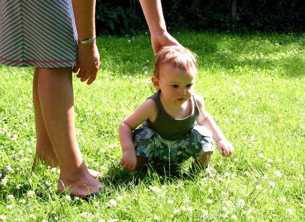 Zaburzenia równowagi u dziecka wymagają konsultacji u lekarza /© Panthermedia