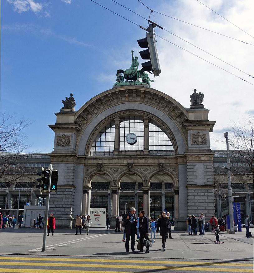 Zabytkowa fasada danego dworca w Lucernie /Agnieszka Łopatowska /Styl.pl