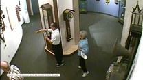 Zabytkowy zegar spadł na głowę ciekawskiego zwiedzającego muzeum w Columbii