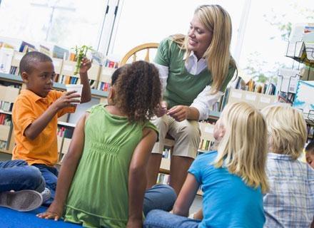 Zachęcanie dzieci do ćwiczenia razem z przyjaciółmi, może przynieść znaczące zmiany /© Panthermedia