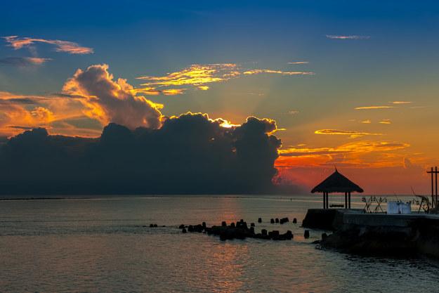 Zachód słońca na Malediwach /123/RF PICSEL