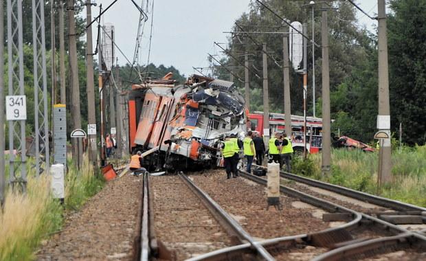 Zachodniopomorskie: Ciężarówka wjechała pod pociąg, jedna osoba nie żyje, 27 rannych