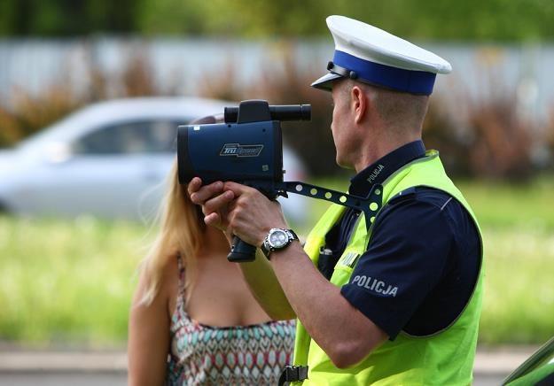 Zaczyna się zwykle od negocjacji z policjantem... / Fot: Stanisław Kowalczuk /East News