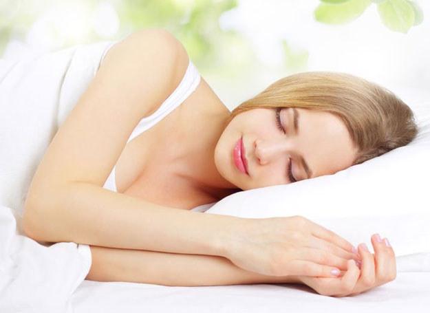 Zadbaj o zdrowy sen... /123RF/PICSEL