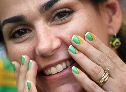 Zadbane paznokcie to ważna część wizerunku kobiety. /AFP
